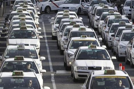 Recurso contra la Comunidad de Madrid por denegar permiso a un taxi de más de 5 plazas