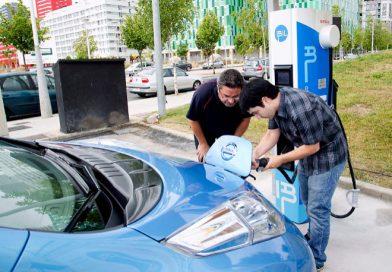 Llega la guerra de las 'electrolineras' por el control del millonario negocio de la movilidad