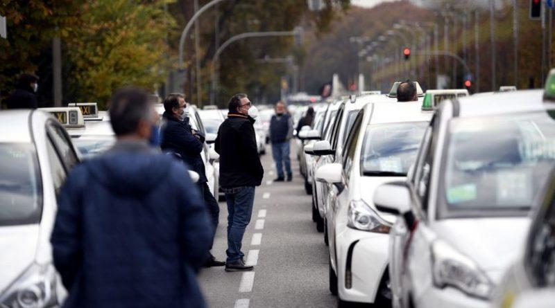 Marcha del taxi en Madrid: «A punto de cumplir 65 años jamás imaginé tener que pedir un préstamo»