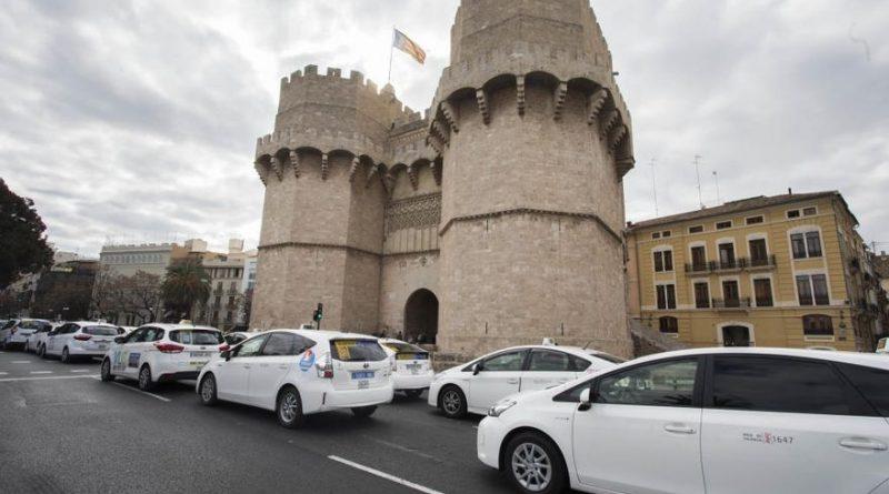 Taxistas de Valencia protestan ante la limitación de vehículos para taxi