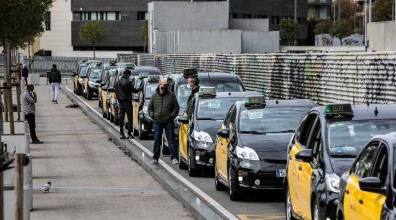 La falta de ocio nocturno ralentiza la normalización del taxi y el metro