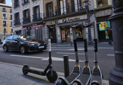 Los siniestros con patinetes eléctricos no aflojan en Barcelona