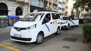 Taxis de Reus en una parada hace pocos días. Foto Alfredo González